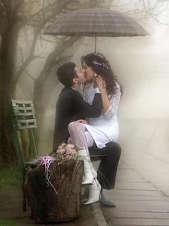 Hình nền tình yêu – Nụ hôn dưới mưa lãng mạn nhất