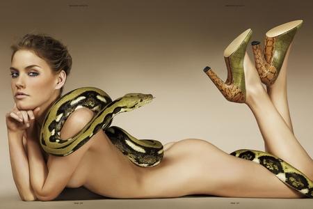 Nín thở hình nền thỏa thân của người đẹp cùng rắn