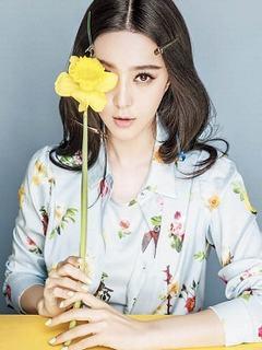 Ngất ngây hình nền girl xinh lạng lùng bên hoa