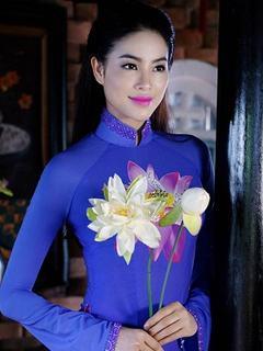 Hình nền gái xinh - Phạm Hương đẹp e ấp