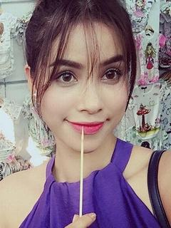 Hình nền girl xinh – Phạm Hương xinh như búp bê