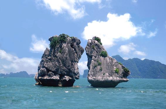 Những cảnh đẹp thiên nhiên Việt Nam - Hòn Trống Mái