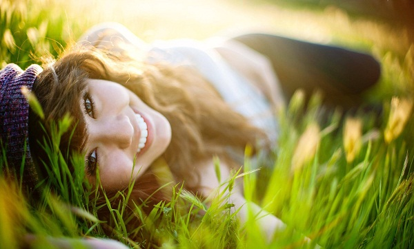 Ảnh girl xinh đẹp rạng rỡ với nụ cười tỏa nắng