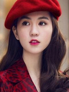 Hình girl xinh cuốn hút trong sắc đỏ cổ điển