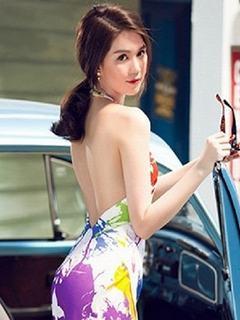 Hình nền girl xinh Ngọc Trinh khoe lưng trần