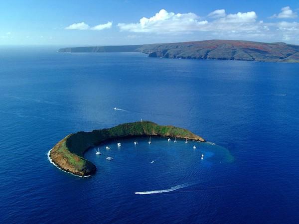 Ngắm cảnh đẹp thiên nhiên thế giới - Hòn đảo ánh trăng