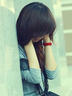 Hình ảnh những cô gái buồn khóc cô đơn