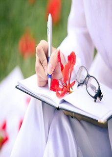 Hình nền đẹp mùa hè cùng hoa phượng trong cuốn sổ tay tuổi học trò