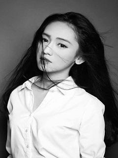 Xem ảnh gái xinh facebook tông màu đen trắng ấn tượng